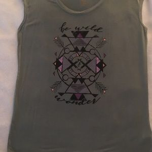 Sleeveless exercise tee shirt